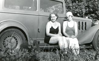 Old-photo-girls-swimming